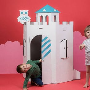 Castle colour in cardboard playhouse